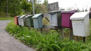 Postlådor på landet.
