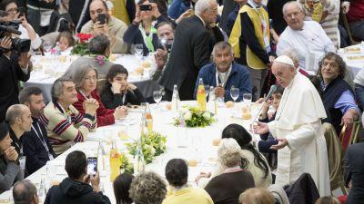 Vatikanen tar emot tva flyktingfamiljer