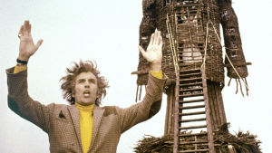 Uhrijuhla (The Wicker Man, 1973). Kuvassa Christopher Lee.