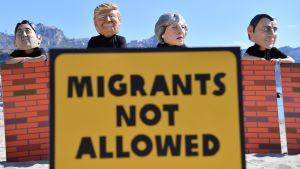 Aktivister protesterade mot Trump och May under G7-toppmötet i Taormina  i fjol