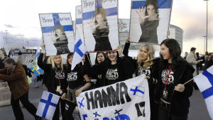 Hanna Pakarisen faneja Eurovision laulukilpailussa Helsingissä vuonna 2007.