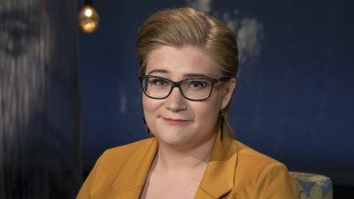 Opiskelija Milla Malin Mediapoliksen studiossa Tampereella Ani Kellomäen haastattelussa.