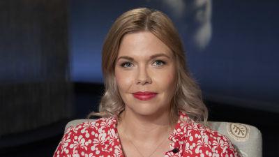 Nuorisolääkäri Miila Halonen-Saari Mediapoliksen studiossa Tampereella Ani Kellomäen haastateltavana.a