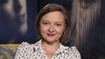 Kirjailija ja taidehistorioitsija Anna Kortelainen Flinkkilä & Kellomäki -ohjelman kuvauksissa Mediapoliksen studiossa Tampereella.