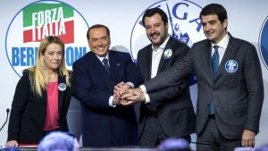 Berlusconi leder en högerkoalition
