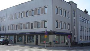 En fastighet vid Dalgatan i Karis där bland annat Axxell, Medborgarinstitutet Raseborg och Folkhälsans hälsotorg håller hus.