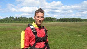 Matias Pyhäjärvi hoppade fallskärm för första gången.
