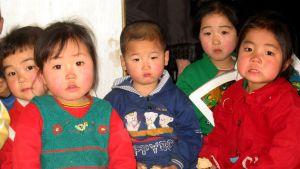 Barn i Nordkorea.