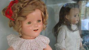 Denna 30-tals docka föreställer barnskådespelaren Shirley Temple och kostar 1250 euro