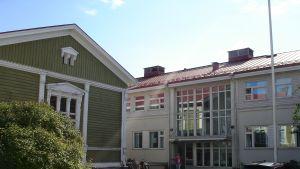Axxells skolbyggnader i Ekenäs.