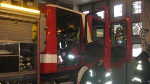 En brandbil vid Västra Nylands räddningsverk i Karis