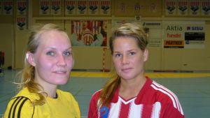 SIF:s Maria Jukola  och BK-46:s Alexandra Rönnberg.