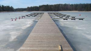 Bryggan i Sommarö gästhamn ska bort