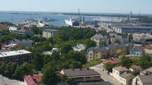 Utsikt över Hangö hamn från vattentornet.