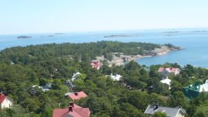 Vy från Hangö vattentorn över Parkberget och villor.