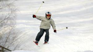 anonym som skidar slalom