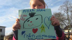 Ung Mikko Sipola-fan på Ekenäs torg