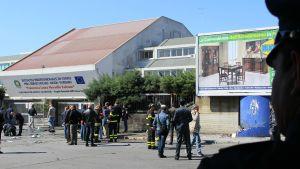 Bombattentat mot skola i Brindisi.