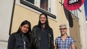 Amit Kunwor och Jim Gäddnäs samt integrationskoordinator Lisen Sundqvist bjuder på integrationsafton