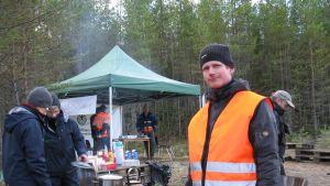 Tom Finnilä försöker locka unga till skogsarbete