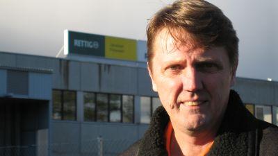 Fabrikssledningen ger inte beröm för bra jobb, säger huvudförtroendeman Lassi Ahola