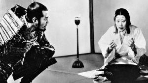 Toshiro Mifune ja Isuzu Yamada elokuvassa Seittien linna