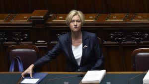 Försvarsminister Roberta Pinotti säger att USA sannolik får tillstånd att använda italineksa flygbaser i räder mot IS i Sirte