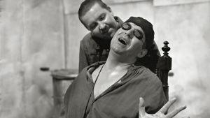 Pentti Siimes ja Tarmo Manni tv-teatterin näytelmässä Leikin loppu (1968)