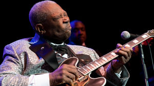 B.B. King revittelee. Kuva konsertista Live at the Royal Albert Hall, 2011.