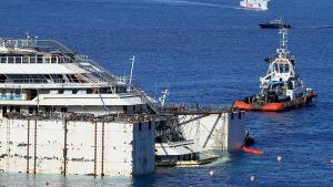 Costa Concordia förbereds för bärgning.