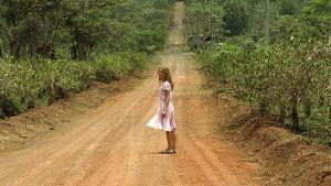 Isabelle Huppert elokuvassa White Material