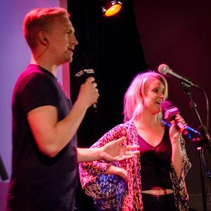 Janne Grönroos och Fredrika Lindholm presenterar artister