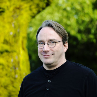 Lähikuva Linus Torvaldista