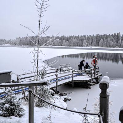 Pakkasaamu Kajaanin kylmäkaraisukeskuksessa.