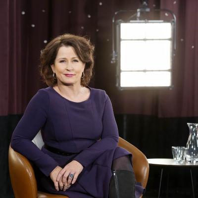 Anna Hedenmo fotograferad i sin stol i studion.