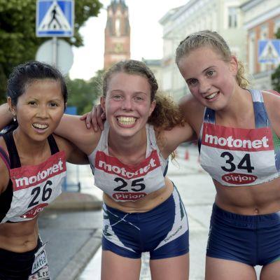 Mikaela Löfbacka, Taika Nummi och Enni Nurmi, Kalevaspelen 2015.