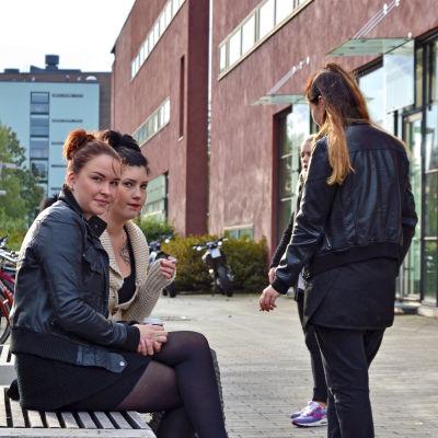 Evelina Sundelin och Linn Stendahl från yrkesskolan Prakticum.