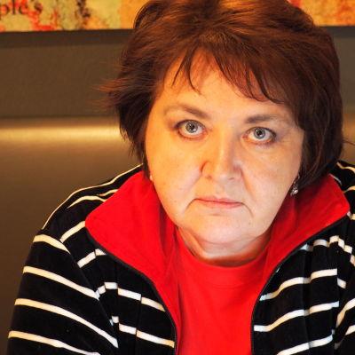 Jelena Vasileva som dokumenterar döda ryska soldater i Ukraina.