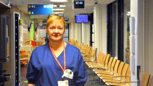 Sjukskötare Ann-Katrin Brandtberg på akuten vid Vasa centralsjukhus.