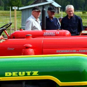 Traktorer på rad