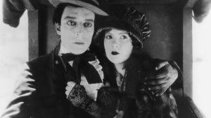 Buster Keaton ja Natalie Talmadge elokuvassa Ruutia, räminää ja rakkautta