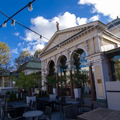 Esplanadin puistossa Helsingissä sijaitseva Ravintola Kappeli