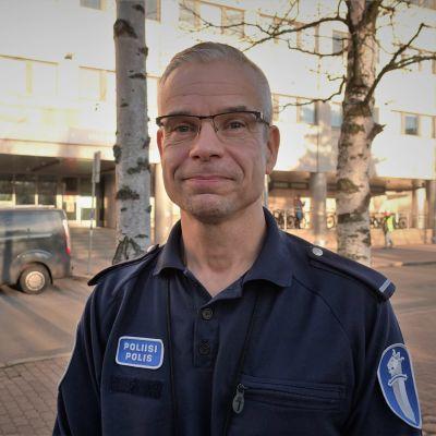 Polis Niklas Kråknäs i Böle.