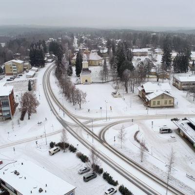 Ilmakuva Joroisten keskusta joulukuussa 2020.
