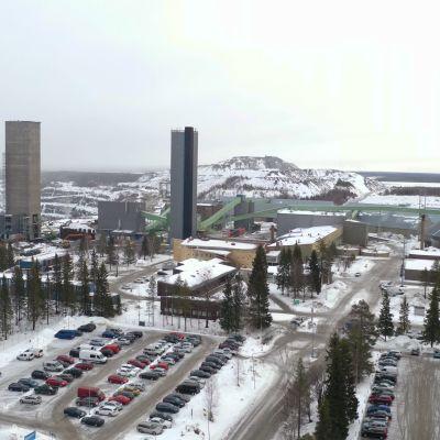 Outokummun Elijärven kaivos porttien ulkopuolelta droonilla kuvattuna