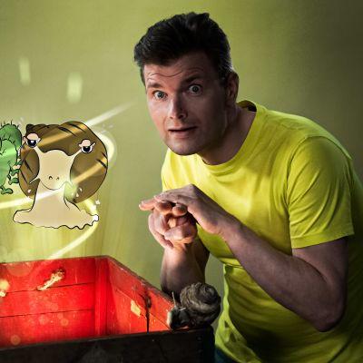 Janne Kankkonen berättar sagan om snigeln på finlandssvenskt teckenspråk.