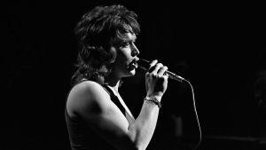 Laulaja Markku Aro esiintyy 1972.
