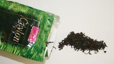 Vem har plockat ditt te? Veckans kolumnist vill dricka te som producerats rättvist. Bild: Yle/Eila Haikarainen