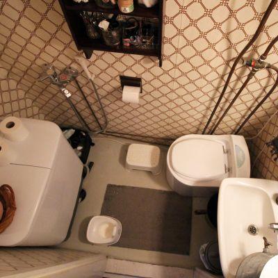 Bild av en toalett ovanifrån.