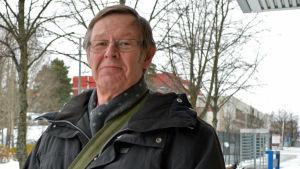 Stig Stolt är folktingsmedaljör och har arbetat med minoritetsspråk inom HNS.